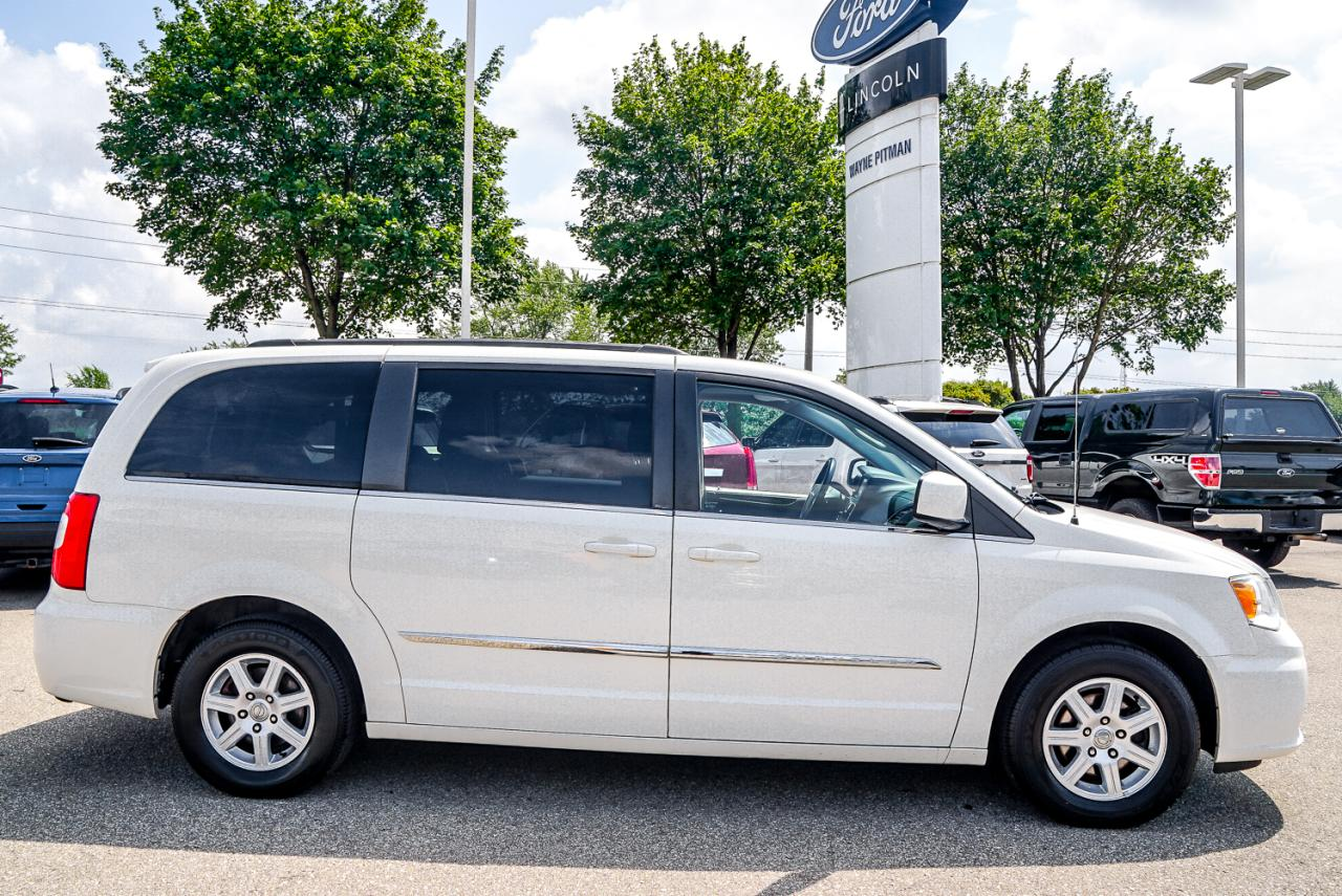 2012 Chrysler Town and Country 4dr Wgn Touring